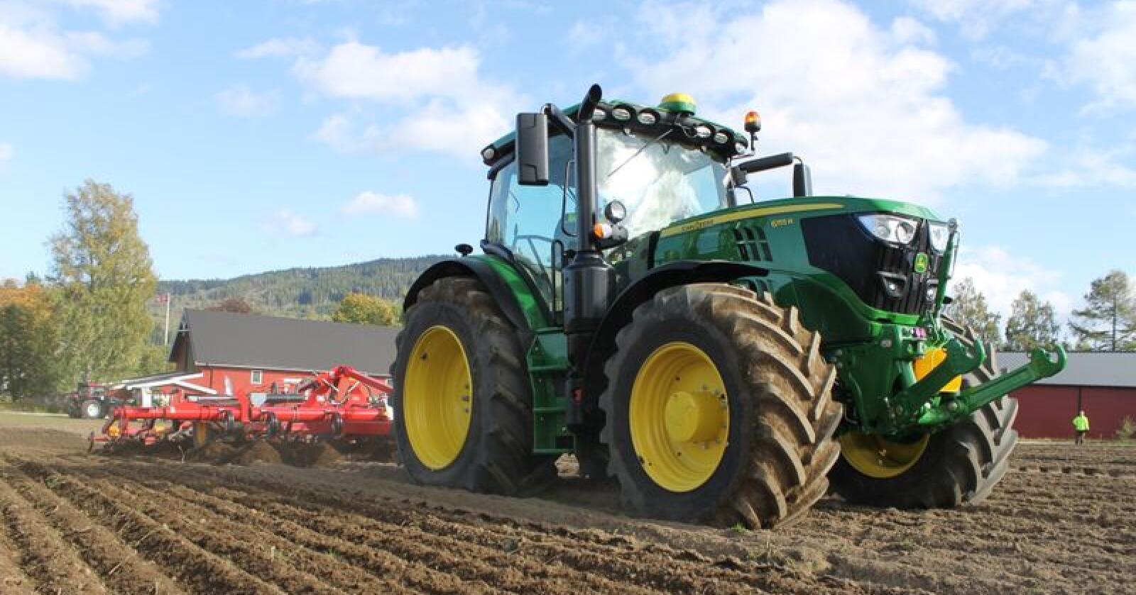 Markedsleder: John Deere registrerte 863 traktorer i Norge i 2018, og ble dermed det største merket. Foto: Marit Glærum