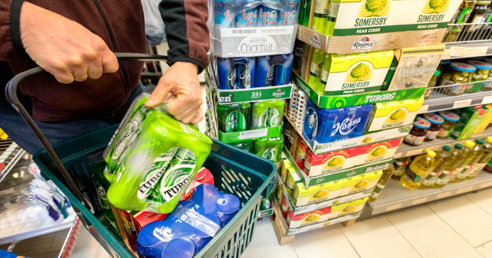 Høyre vil utvide åpningstidene for alkoholsalg, både på butikk og Vinmonopolet. Foto: Gorm Kallestad / NTB