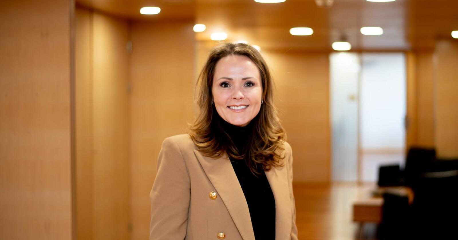 Distrikts- og digitaliseringsminister Linda Hofstad Helleland (H) håper at 30 millioner kroner er nok til å hjelpe nærbutikkene som kommer i nød på grunn av koronatiltakene til regjeringen. Foto: Vidar Sandnes