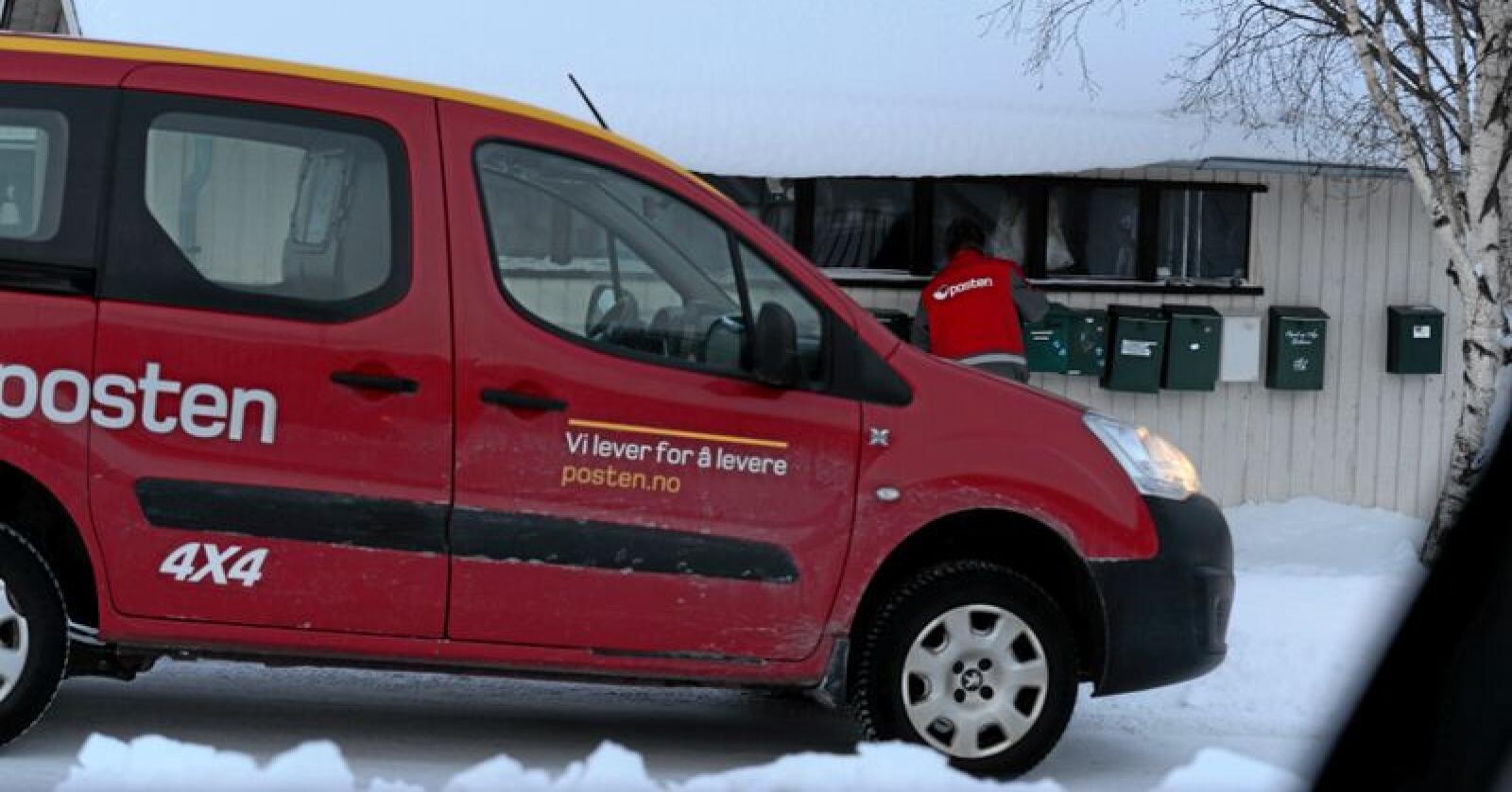 Postombæring i distriktene er kostbart for Posten. Innbyggerne i bygder risikerer derfor lang reisevei til postkassen. Foto: Mariann Tvete