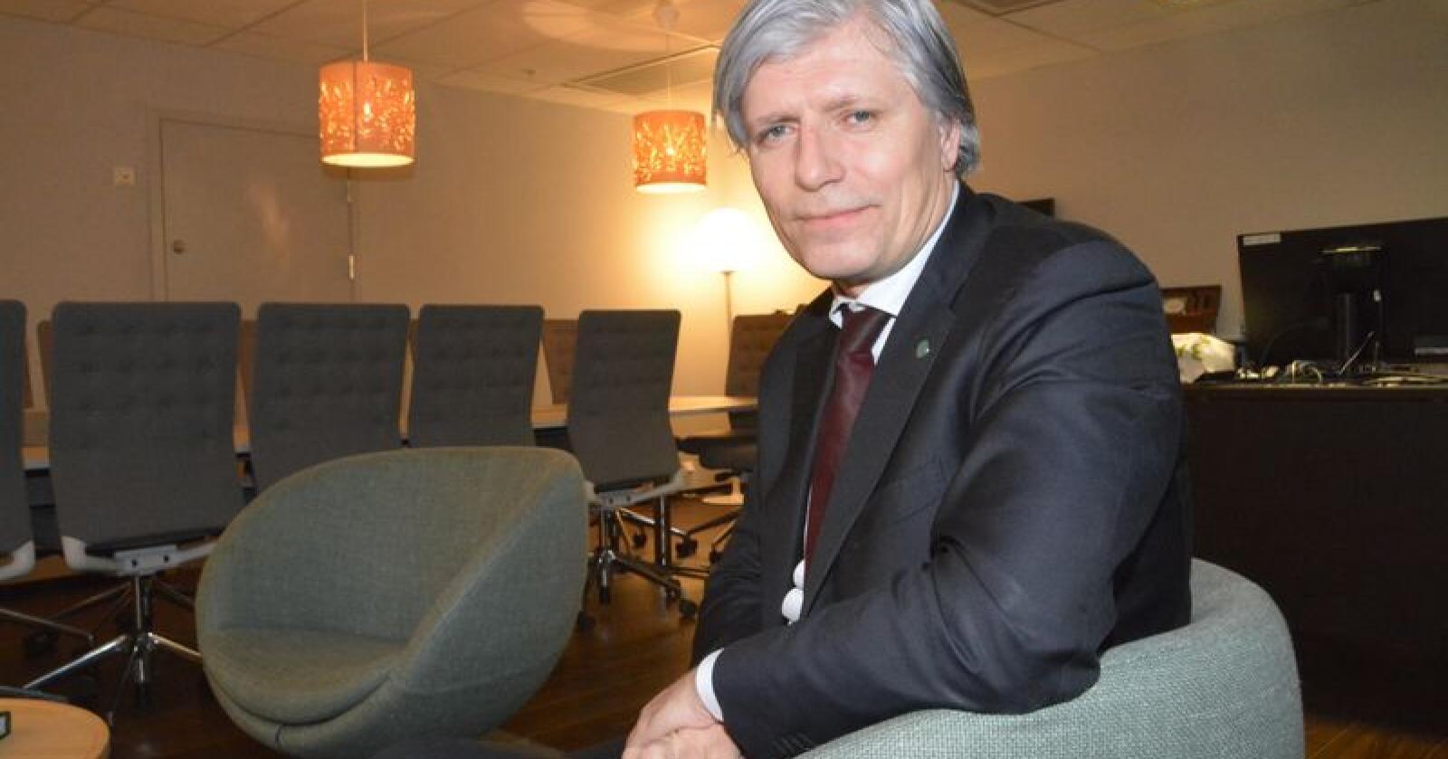 Klima- og miljøminister Ola Elvestuen (V) lovet gode erstatningspenger til suebøndene som er rammet, men fremmet selv få nye konkrete tiltak under søndagens møte. Arkivfoto: Anders Sandbu