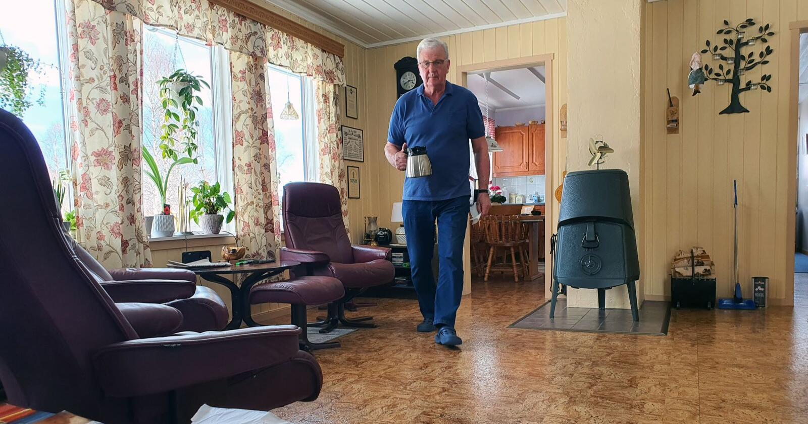 Bjørn Bjørgen nekter å flytte fra kårboligen, og blir derfor med på lasset når odelsgården får ny eier. Foto: Ola Karlsen