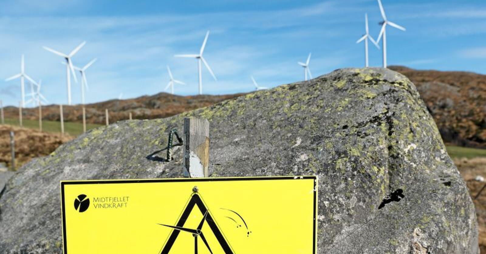 Norsk energipolitikk: EUs energipakke 4 griper inn i debatten om norsk vindkraftutbygging, og vil nok gi enda større trykk til vindkraftutbyggingen dersom den vedtas. Fra Midtfjellet vindpark i Fitjar kommune. Foto: Jan Kåre Ness / NTB scanpix
