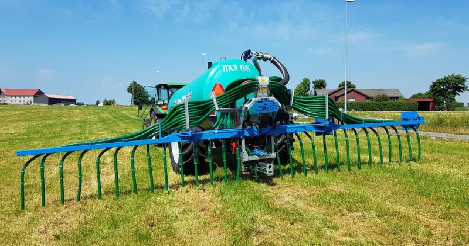 Bomech sin spreiebom kan enkelt flyttast mellom traktor og gjødselvogn. Foto: Moi