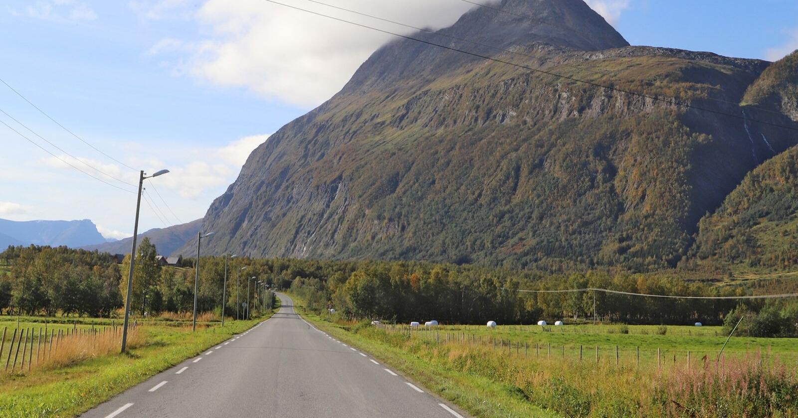 Pollfjellet i Lyngen i Troms. Foto: Oskar Puschmann