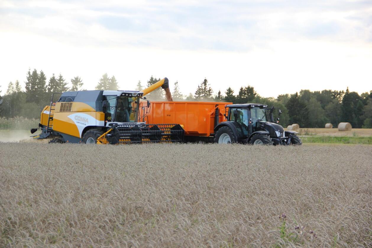 Finsk samspill: Akershus Traktor kan nå levere både finskproduserte traktorer og treskere. (Foto: Sampo Rosenlew)