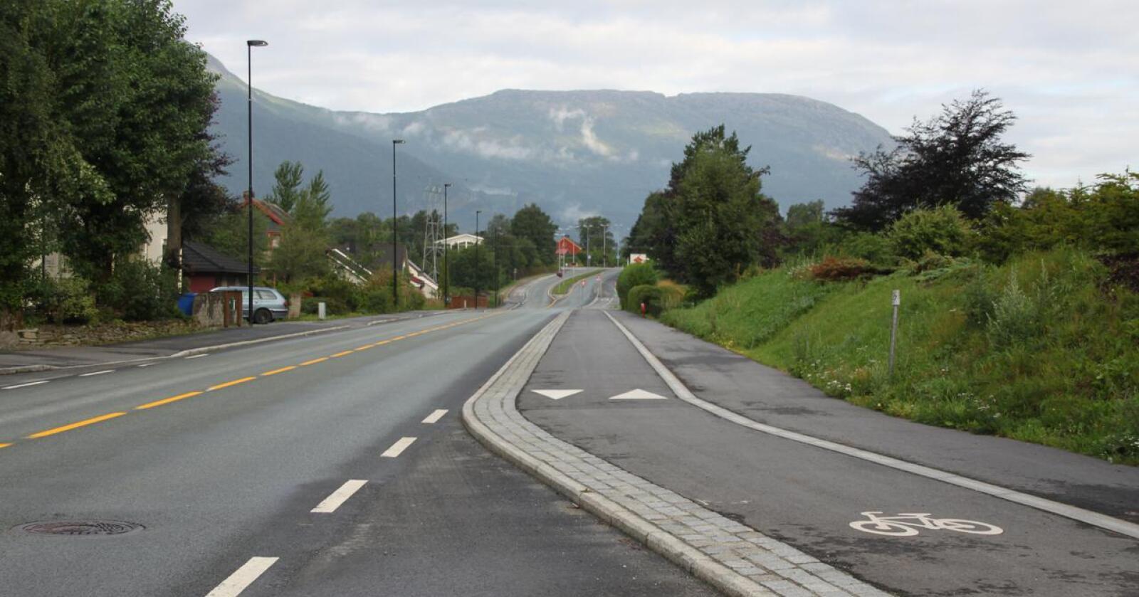 Ut eller hjem?: Politikerne må huske hva det betyr å høre til. Her fra Sunndalsøra i Møre og Romsdal. Foto: Janne Grete Aspen