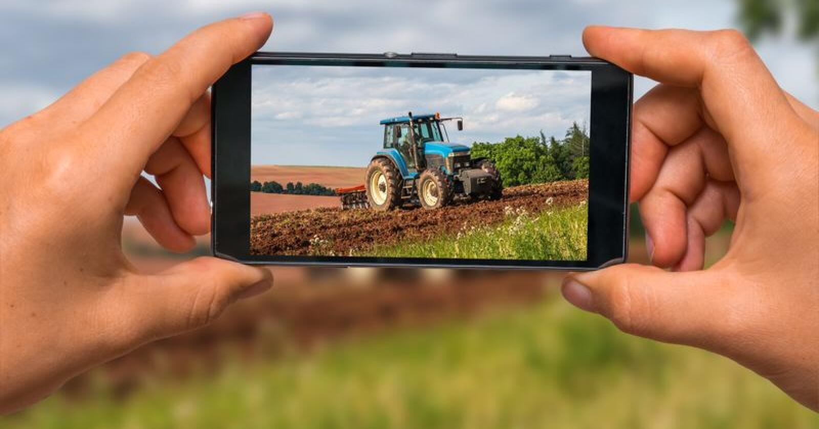 Er du gira på traktor? Som journalist hos oss kan du få en variert og spennende hverdag. Foto: Shutterstock