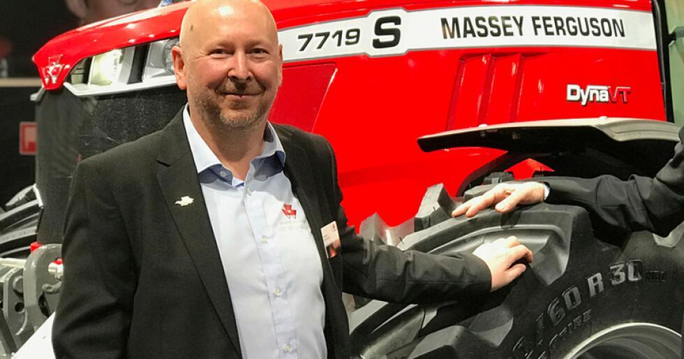Salgsjef for Massey Ferguson, Gard Molvig i Eikmaskin, er lite tilfreds med A-K direktør Erik Grefbergs påstander om årsaker til konkurrentenes posisjon i markedet. (Foto: Iver Gamme)