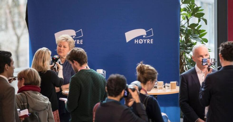 Høyres ledelse møtte onsdag pressen i forkant av Høyres landsmøte til helgen. Statsminister Erna Solberg (H) vil egentlig vente med å ta stilling til grunnrenteskatt i havbruksnæringen, men sier samtidig hun er skeptisk til skatten. Foto: Vidar Ruud / NTB Scanpix