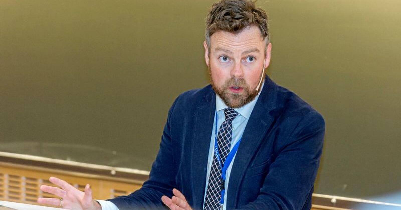 Næringsminister Torbjørn Røe Isaksen (H) kritiserer SVs næringspolitikk. Foto: Ned Alley / NTB scanpix