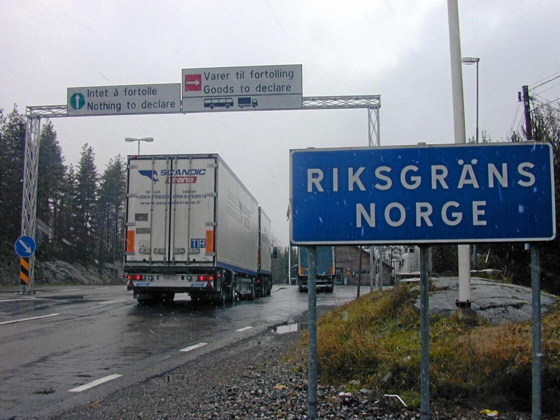 Merket Kronfågel er et av de mest populære kyllingmerkene nordmenn handler i Sverige. Nå er selskapet i hardt vær, etter avsløringer og påstander i mediene om graverende forhold både for dyrevelferd og smitterutiner. Foto: Lars Johan Wiker