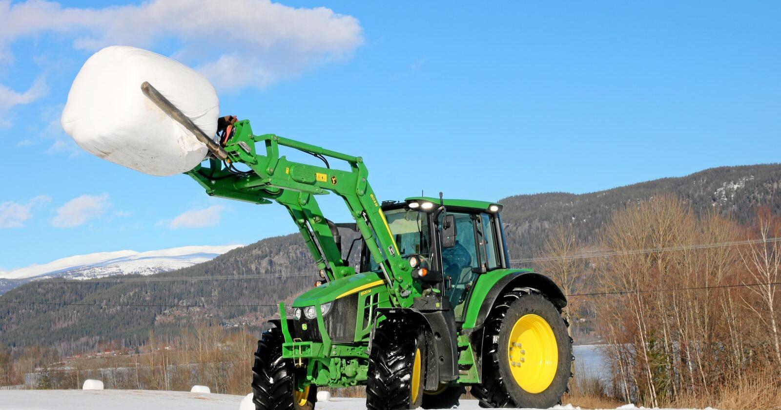 John Deere leverer flest traktorer i oktober, og strekker seg mot markedsleder Valtra
