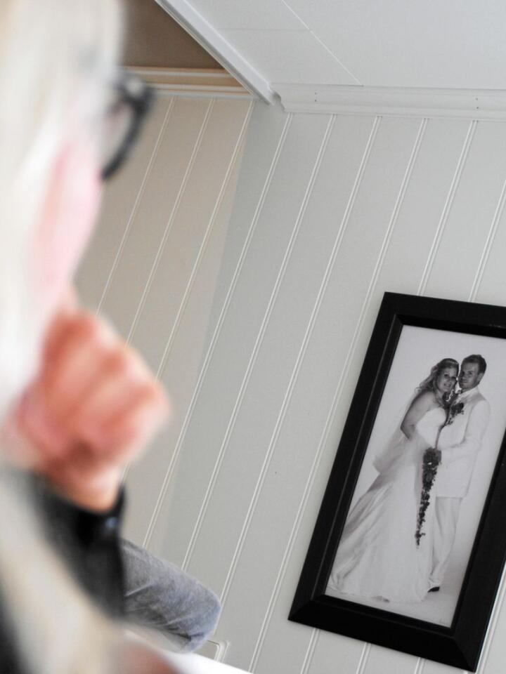 Lindis Hetland mistet ektemannen sin Inge Hetland midt under kampen om å få en bedre kompensasjon som følge av avviklingen av pelsdyrnæringen. Foto: Lars Bilit Hagen
