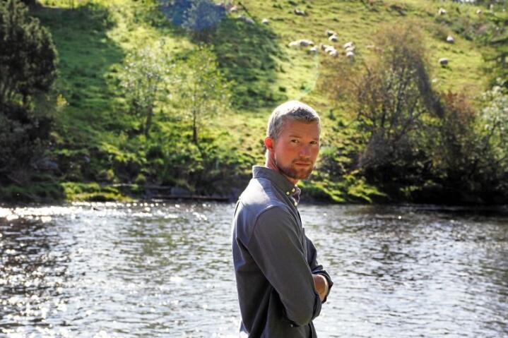 Sauene til Anders Lerberg Kopstad er viktige medspillere når han skal blåse liv i det han kaller underpresterende økosystemer. Foto: Siri Juell Rasmussen