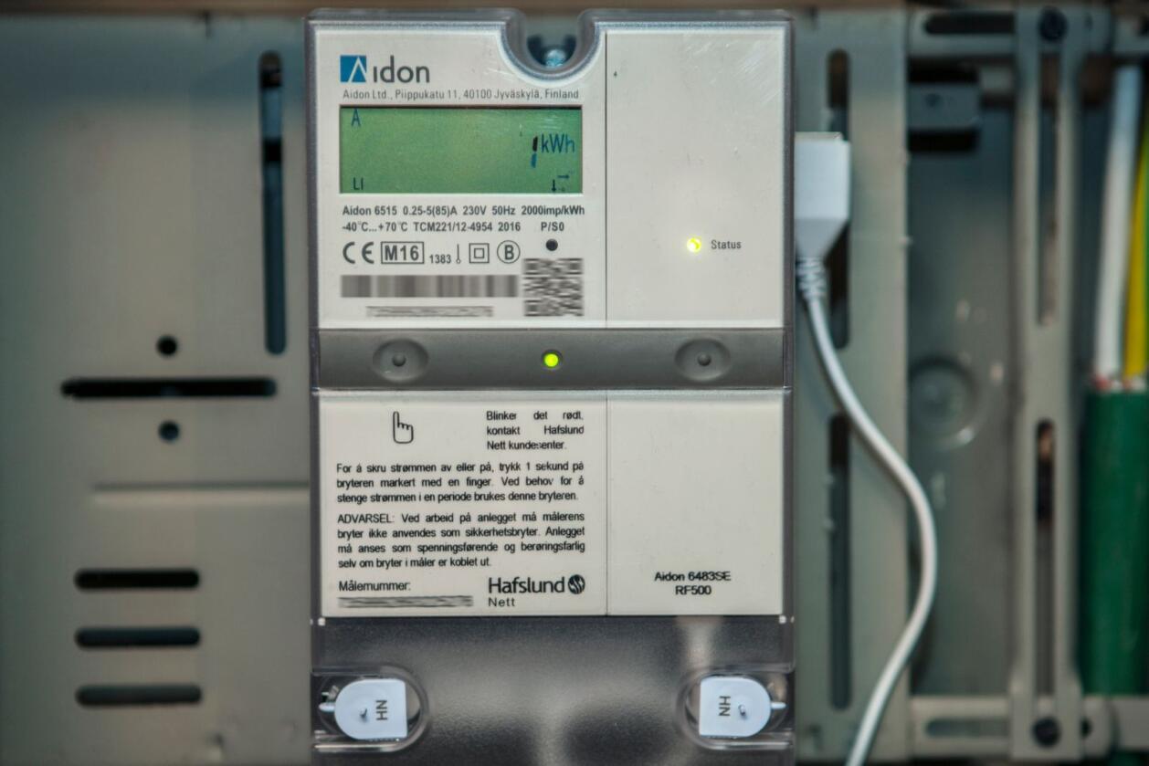 Analytikere tror at norske strømpriser vil stige betydelig i tiden fremover. På bildet ser du en digital strømmåler. Illustrasjonsfoto: Paul Kleiven/NTB