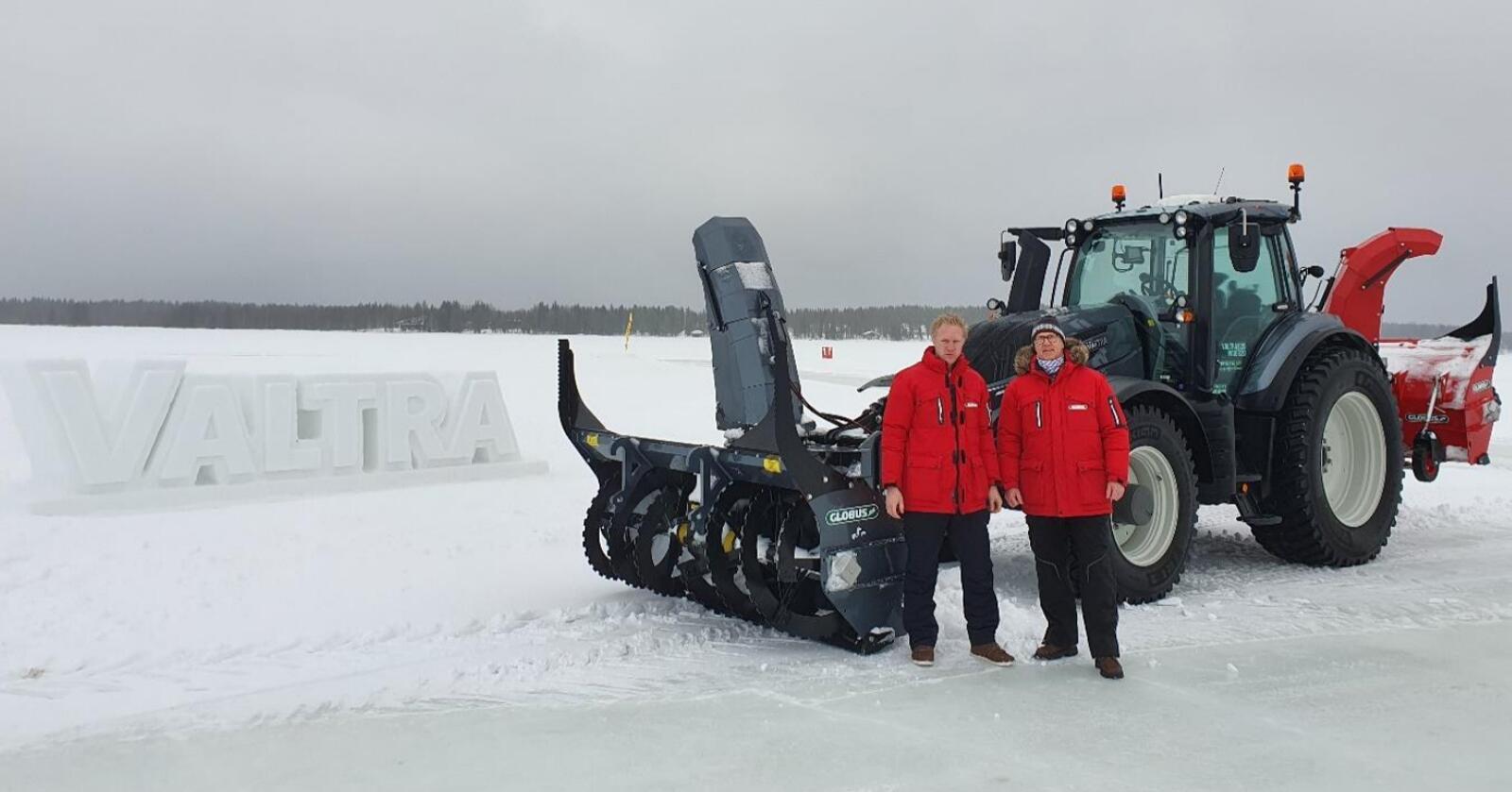 Daglig leder, Håvard Schiager og salgssjef, Roy Pedersen hos Globus  er stolte av å bli valgt som Valtra sin samarbeidspartner for snøfresere. (Foto: Globus)