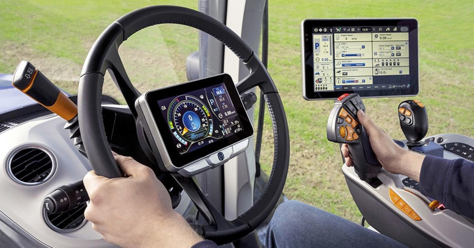 Futuristisk: New Holland T7 HD har skjermen integrert i rattet.