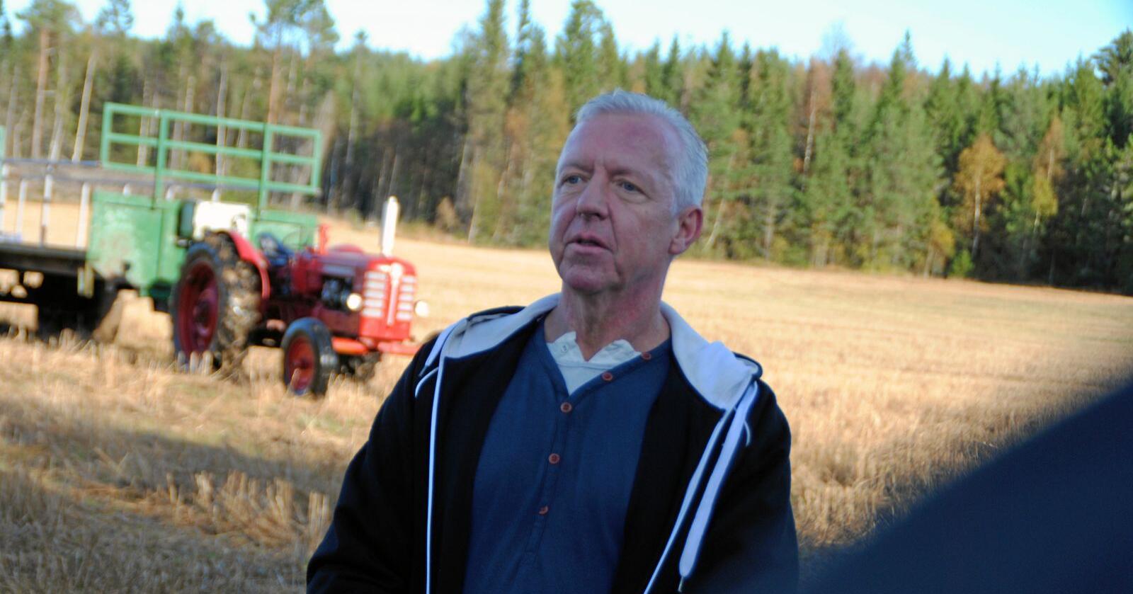 Jan Roger Eriksen har hatt 60 villsvin fordelt på to flokker som jevnlig har besøkt kornåkeren hans i år. Foto: Lars Bilit Hagen