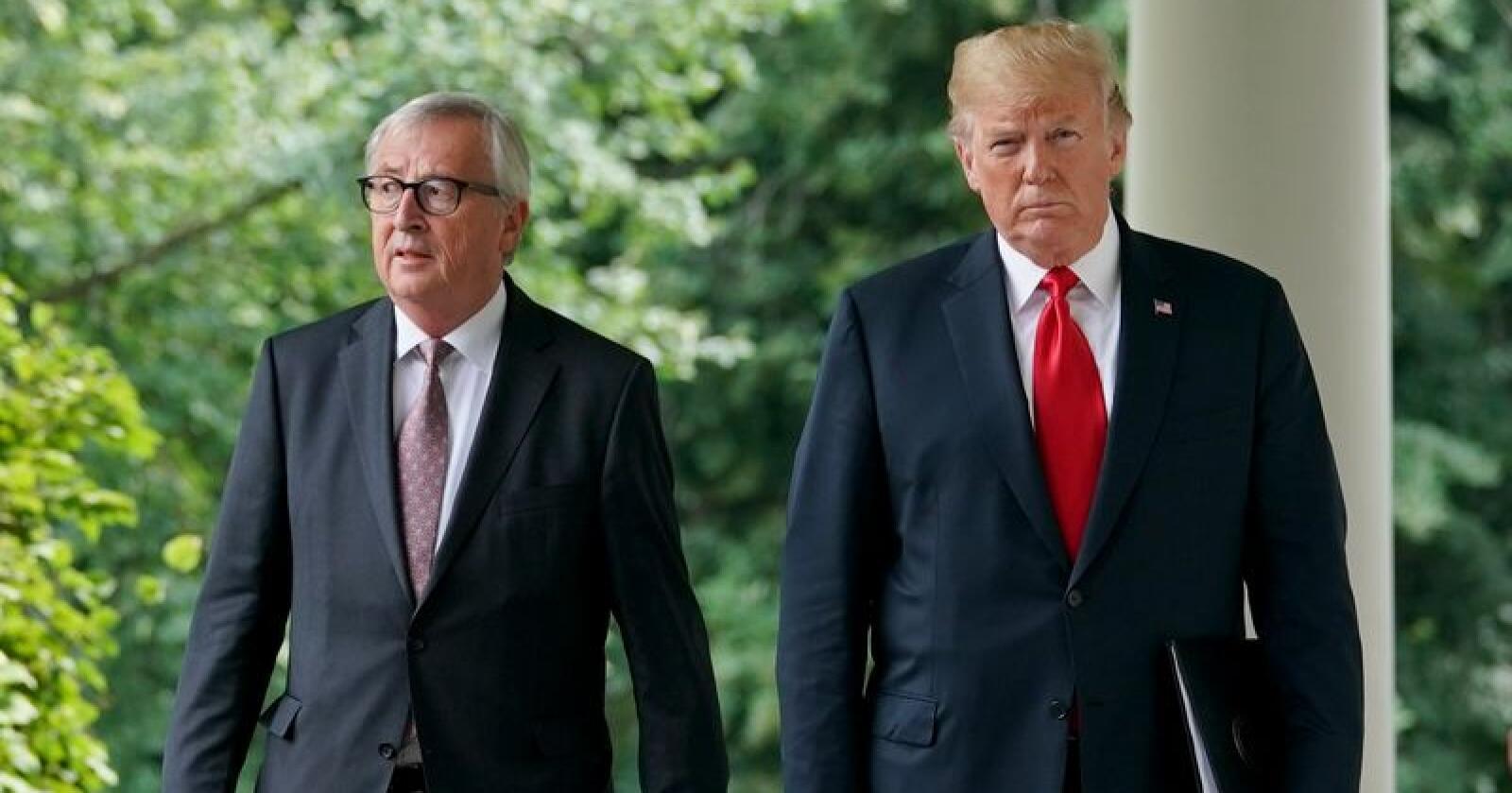 President Donald Trump (t.h.) og kommisjonsleder Jean-Claude Juncker ble 25. juli enige om å øke handelen med soyabønner. Nå har EUs import skutt i været. Foto: AP/NTB scanpix