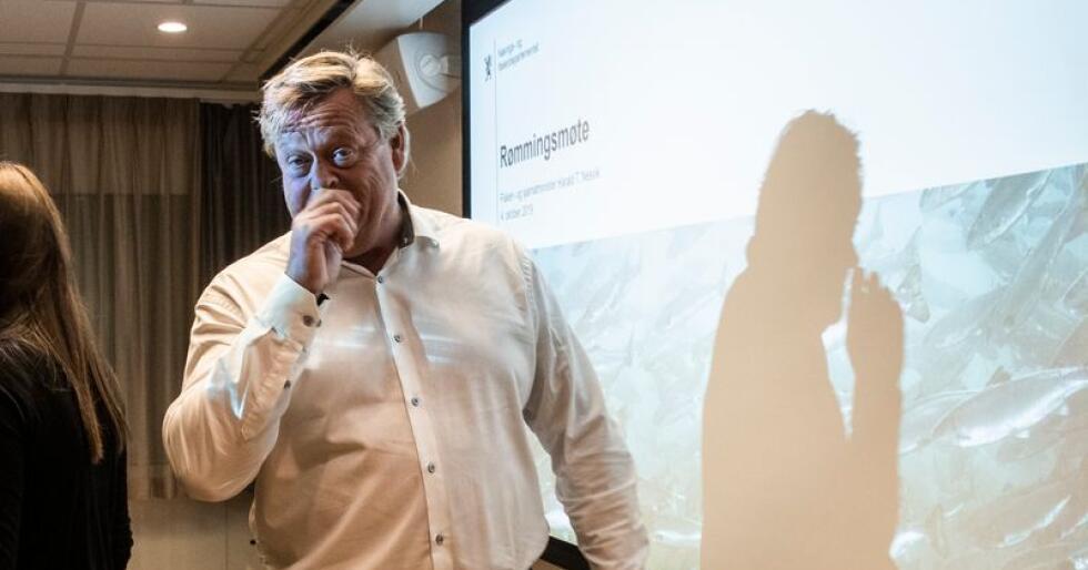 Fiskeri- og sjømatminister Harald T. Nesvik møtte fredag sjømatorganisasjoner for å diskutere hvordan man skal få ned tallet på lakserømninger. Foto: Berit Roald / NTB scanpix