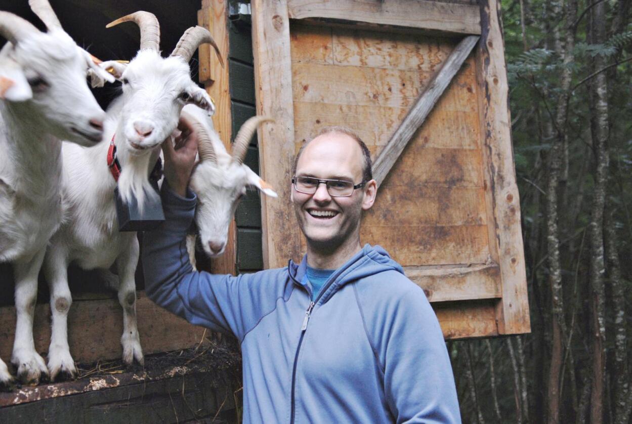 Frihet: Oscar Hovde Berntsen er oppfinneren av NoFence. – Jeg vil gi geiter mulighet til å være i ulendt terreng, der de før ikke har kunnet beite, sier han til Bondebladet. (Foto: Privat)