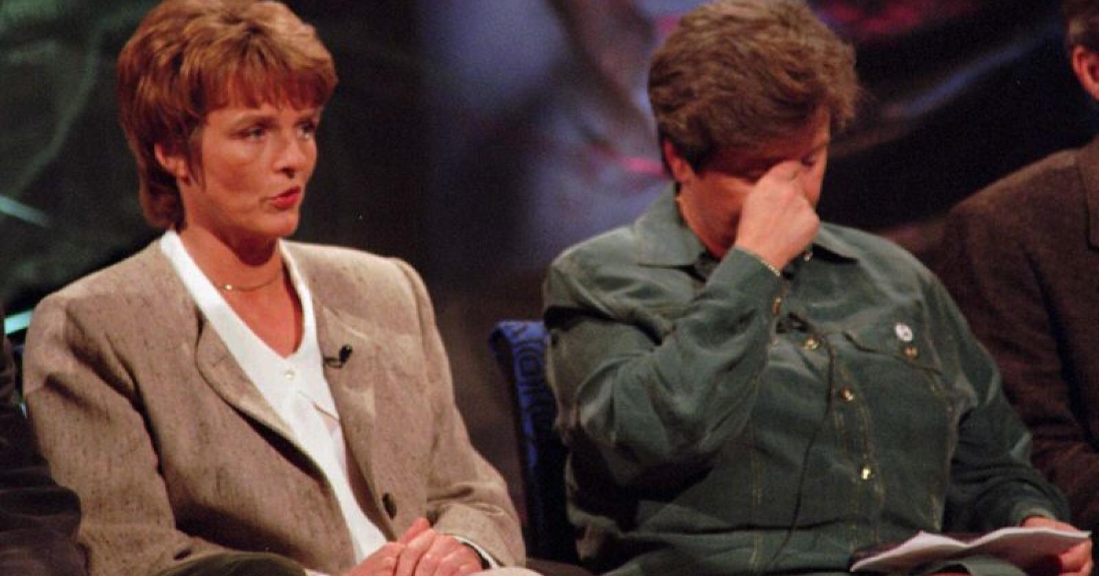 «Nei-dronning» Anne Enger Lahnstein (Sp) (t.v.) og statsminister Gro Harlem Brundtland (Ap) under partilederdebatten etter folkeavstemningen om norsk EU-medlemskap i 1994. NTB arkivfoto: Jon Eeg / NTB scanpix