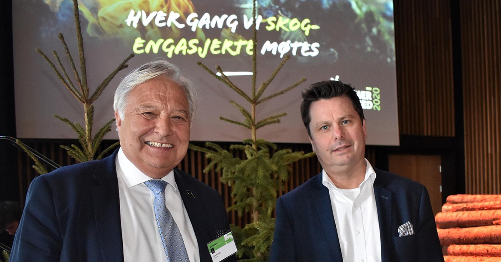 Fornøyde: Styreleder Terje Breivik og daglig leder Tor Henrik Kristiansen (t.h.) i Viken Skog konstaterer at Viken Skog leverte overskudd i 2020 – til tross for koronaen. Foto: Viken Skog