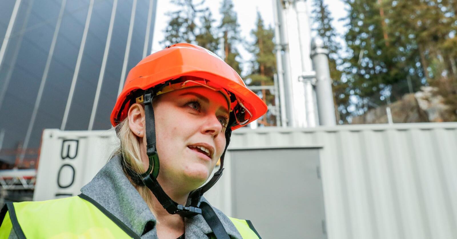 Olje- og energiminister Tina Bru besøkte mandag Fortum Oslo Varmes energigjenvinningsanlegg på Klemetsrud for å se nærmere på pilotprosjektet som er gjennomført der for CO2-fangst. Foto: Terje Bendiksby / NTB scanpix