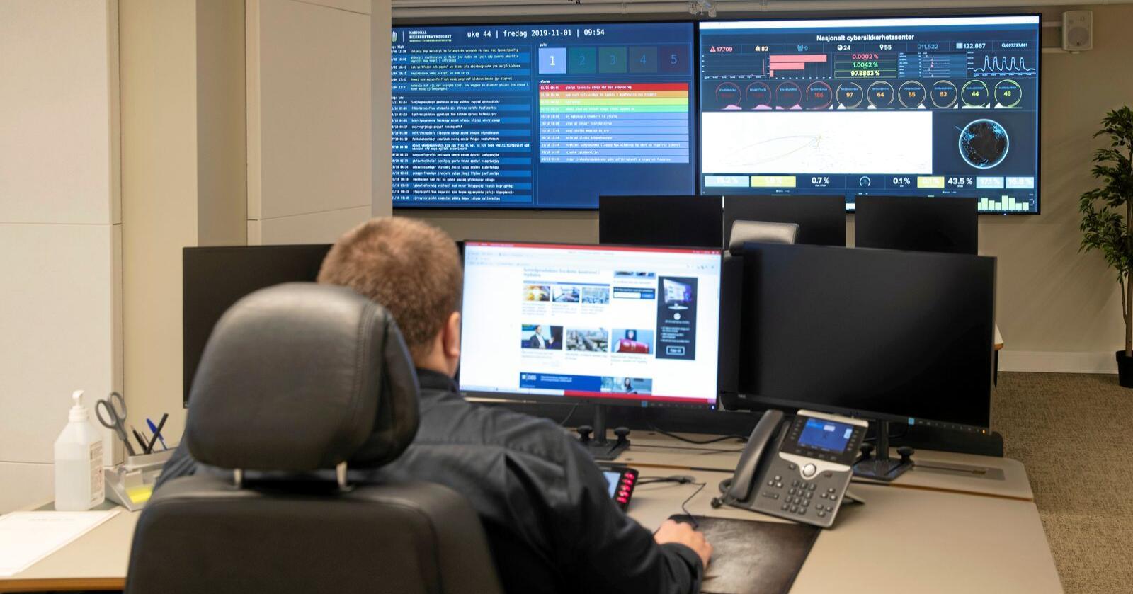 Hybride trusler: Interiørbilder av operasjonssenter under åpningen av NSM Nasjonalt cybersikkerhetssenter. Foto: Terje Bendiksby/NTB scanpix
