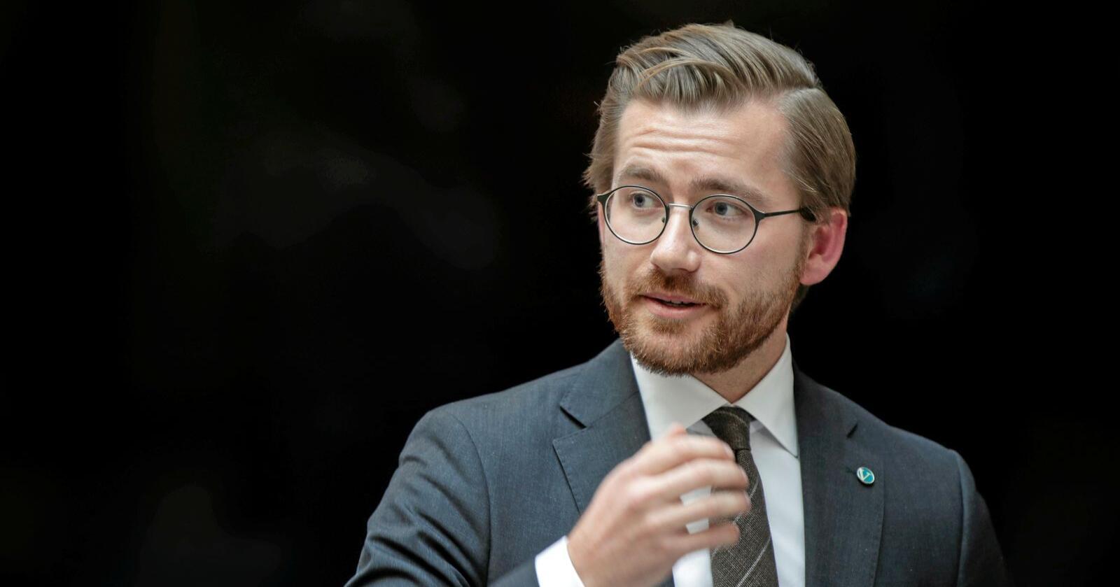 En rekke organisasjoner krever at regjeringen og klima- og miljøminister Sveinung Rotevatn skaper flere klimajobber. Foto: Vidar Ruud / NTB scanpix
