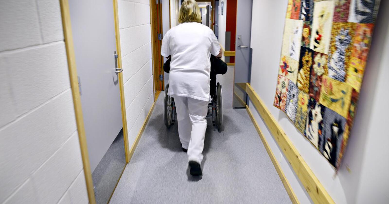 Dårlig signal: Intensjonene ved å kartlegge sykepleieres arbeidsdag kan være god. Signalet det sender er imidlertid hårreisende dårlig. Foto: Mariann Tvete