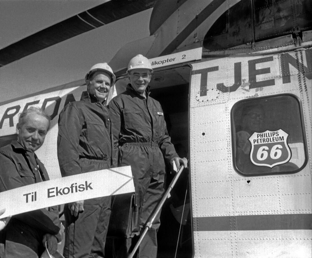 Oljeeventyr: På begynnelsen av 1970-tallet startet Norges oljeeventyr. Her er daværende statsminister Trygve Bratteli (t.h.) på vei inn i helikopteret som skal fly han til åpninen av Ekofiskfeltet. Foto: Erik Thorberg / NTB scanpix