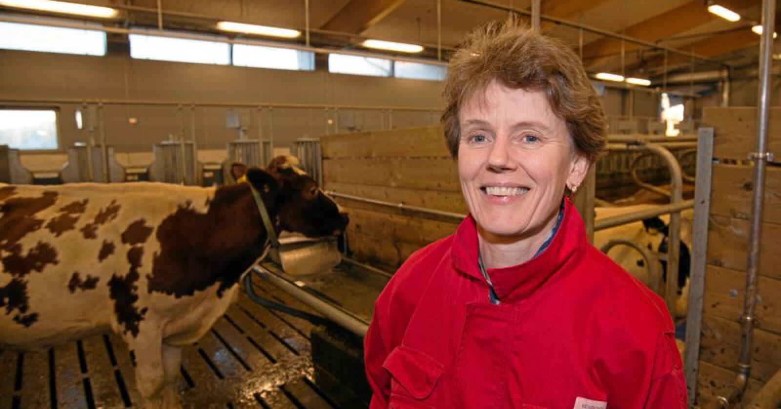 Konsekvensar: Laila Aass, husdyrforskar ved NMBU, seier færre drøvtyggarar vil gi mindre bruk av areala og redusert sjølvforsyning med mat. Foto: Vidar Sandnes