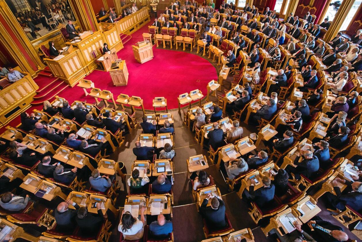 Det ble en historisk avstemning, i et fullsatt Storting etter debatten om kommune- og regionreformen torsdag kveld. Foto: Heiko Junge / NTB scanpix