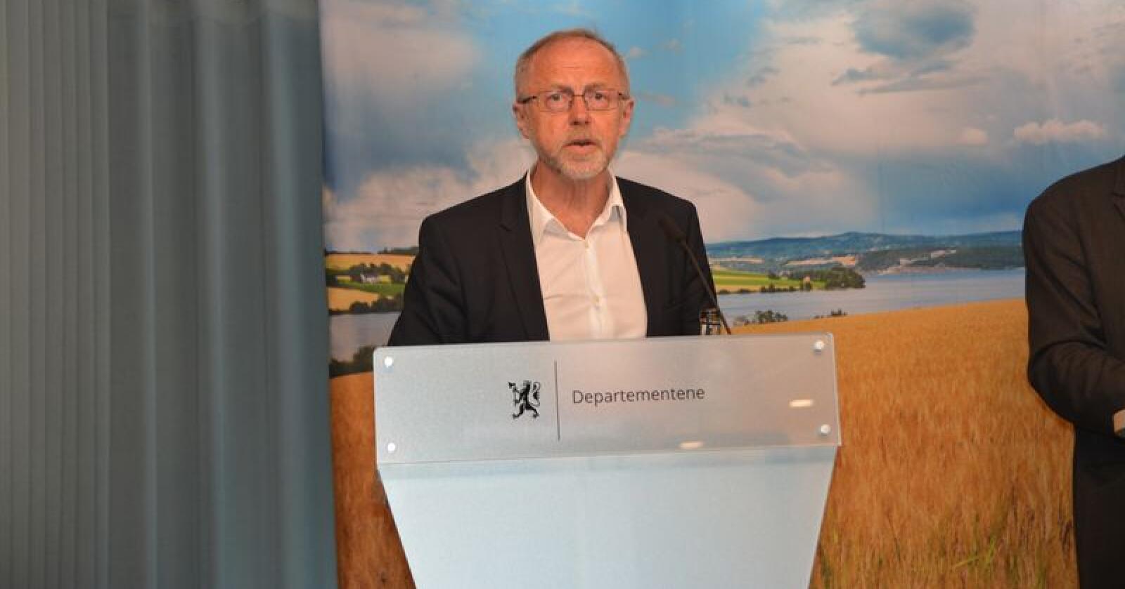 – Det er flere elementer i kravet som vil skape utfordringer i den videre prosessen, uttaler statens forhandlingsleder Leif Forsel etter å ha fått kravet fra jordbrukets forhandlingsutvalg. Foto: Anders Sandbu