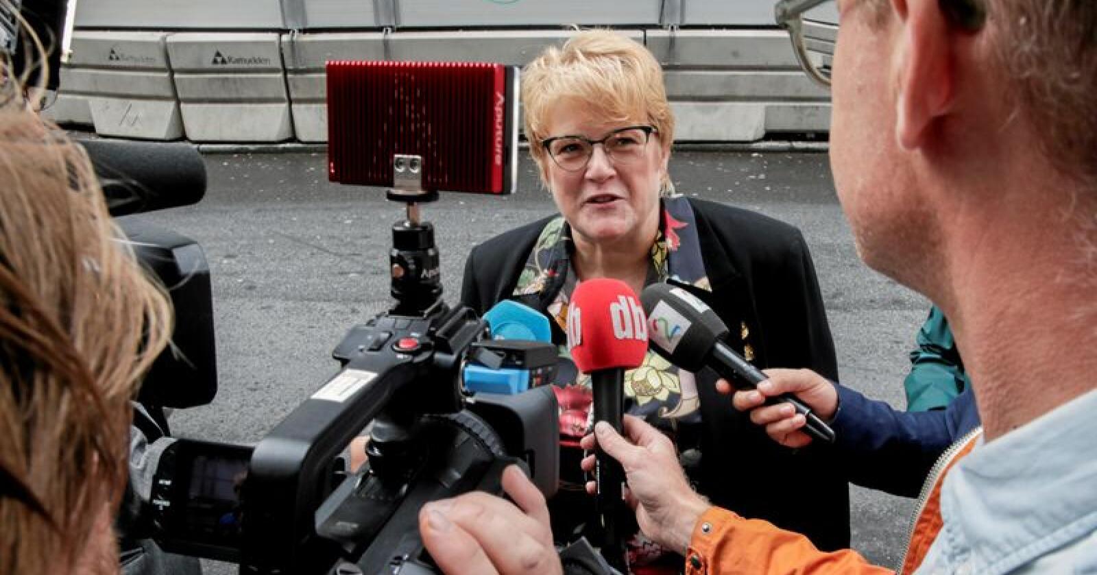 Leder i Venstre, Trine Skei Grande, møter her pressen før sentralstyremøtet etter valget. Foto: Vidar Ruud / NTB scanpix
