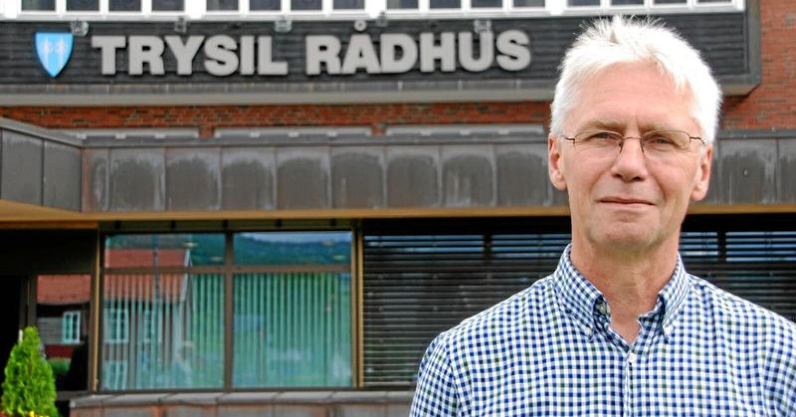 Erik Sletten, ordførar i Trysil kommune, er ikkje nøgd med avslaget kommunen fekk på søknaden om fellingsløyve på to ulvar som held til i Slettås-området. Foto: Grete Myrvold Rydje