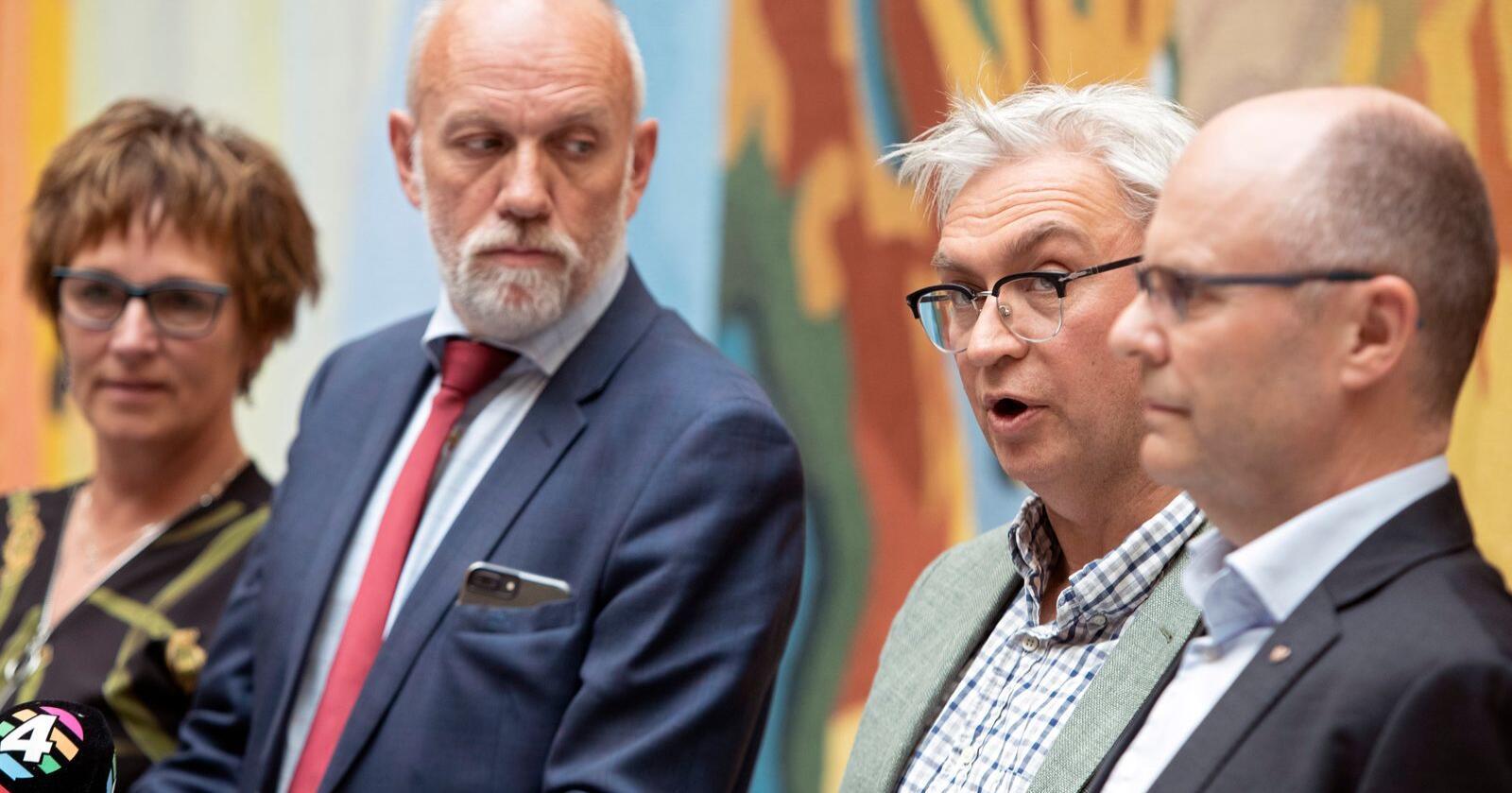 Dette bildet ble tatt det daværende borgerlige flertallet la fram kompensasjonsordningen til pelsdyrbøndene. Nå slår flertallet sprekker. Fra venstre:  Margunn Ebbesen (H), Morten Ørsal Johansn (Frp), André N. Skjelstad (V) og Steinar Reiten (KrF).Foto: Ryan Kelly / NTB scanpix