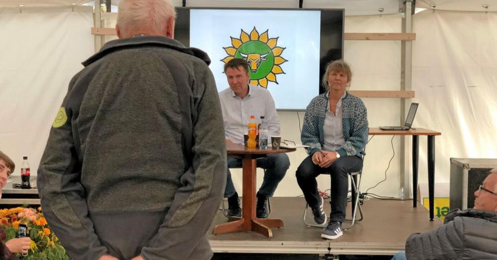 Lars Petter Bartnes og Kjersti Hoff under Dyrsku-debatten. Foto: Line Omland Eilevstjønn