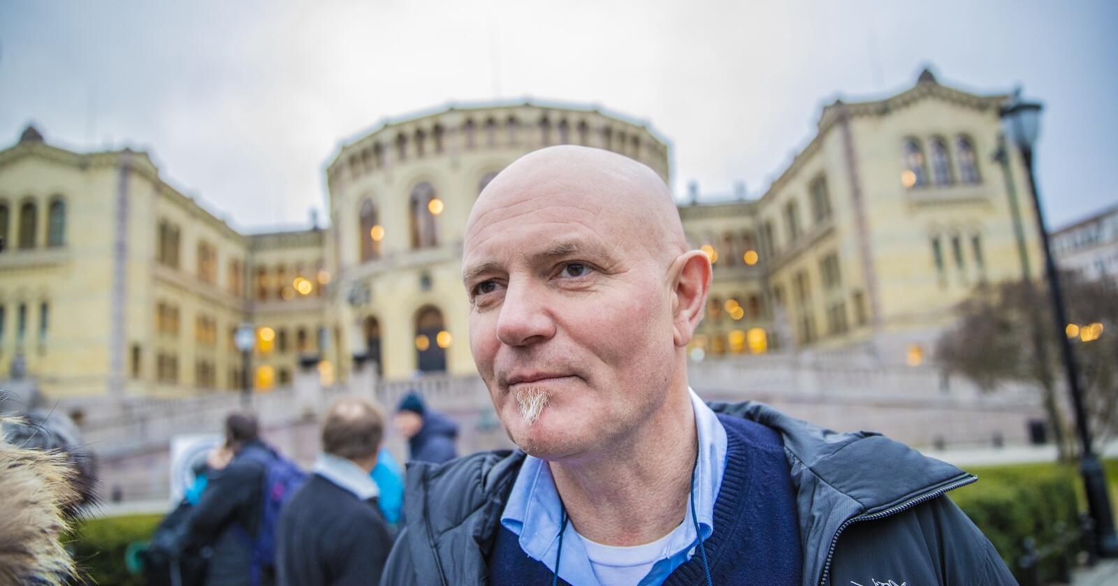 Øystein Storholm fra Oppdal var pelsdyrbonde. Han mener regjeringa, med Olaug Bollestad som landbruksminister, ikke har sikret god nok erstatning for tapet næringa nå lider under. Foto: Stian Lysberg Solum / NTB
