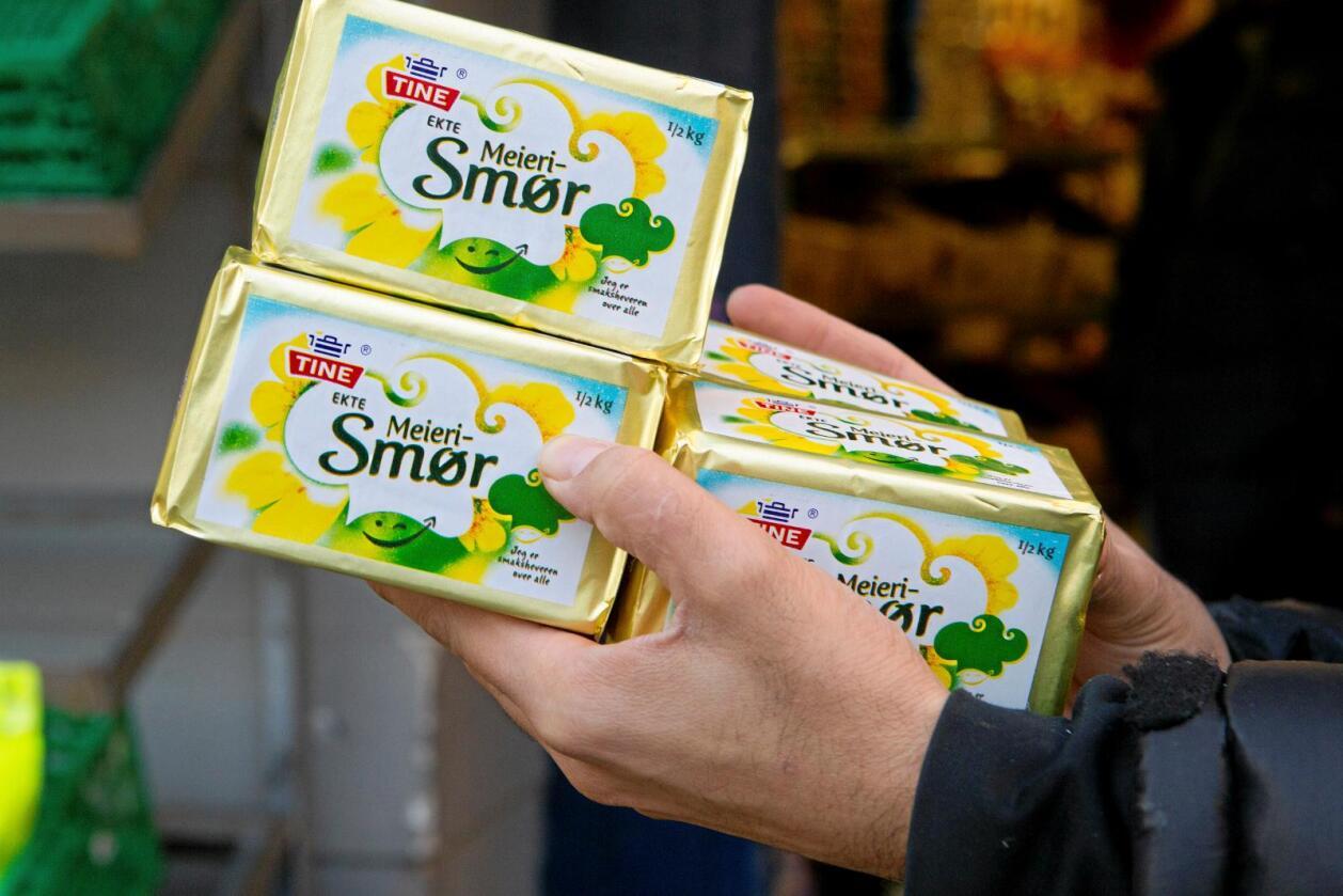 Kan verte aktuelt: Stig smørprisen internasjonalt 10–20 prosent meir kan det verte aktuelt for meierisamvirke Tine å eksportere smør. Det seier Lars Galtung, som er direktør for kommunikasjon og samfunnsansvar i Tine. Foto: Heiko Junge, NTB Scanpix.