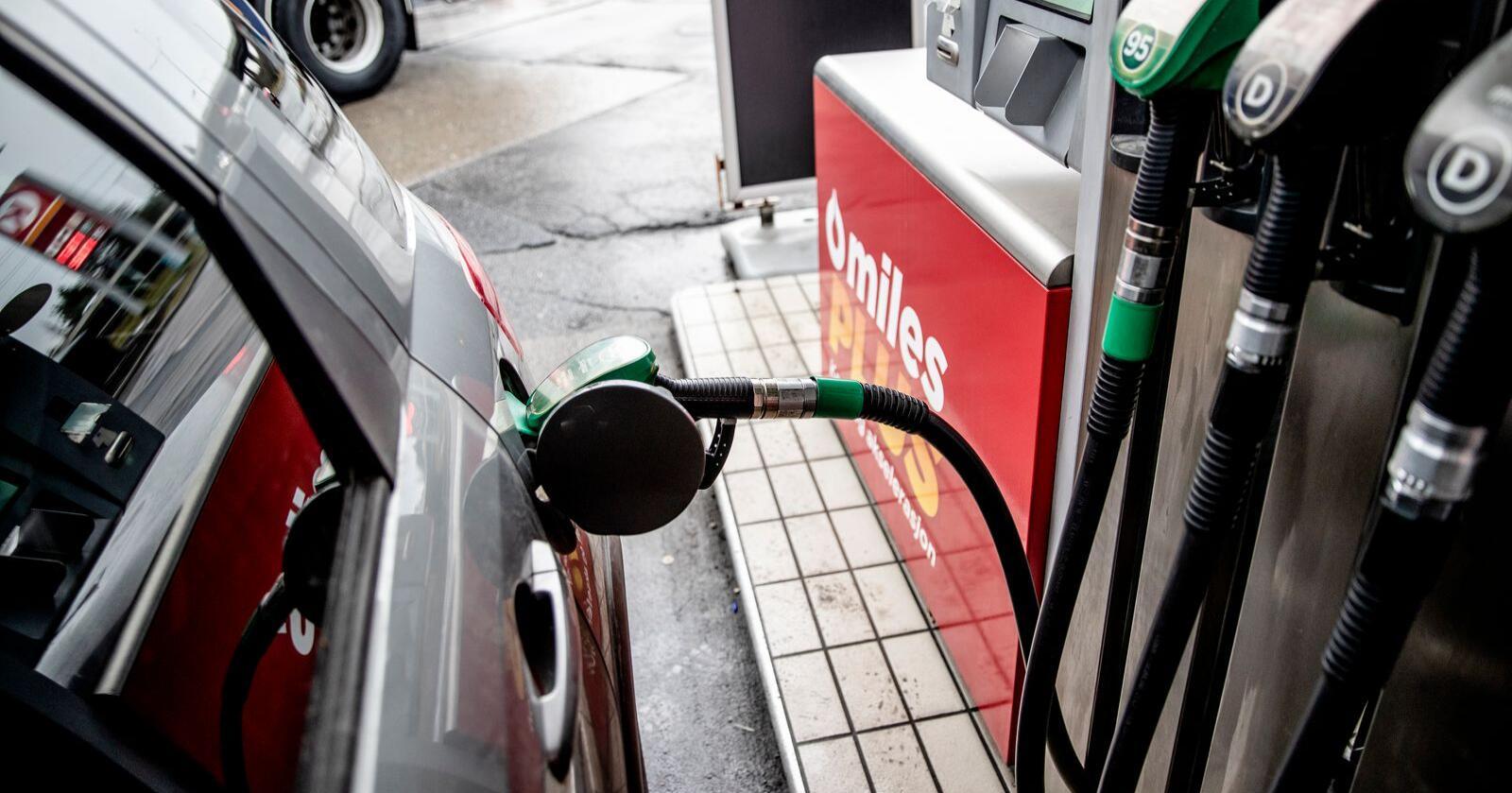 Pumpeprisen nærmer seg 20 kroner, mens den var på 13,56 i november. Foto: Stian Lysberg Solum / NTB