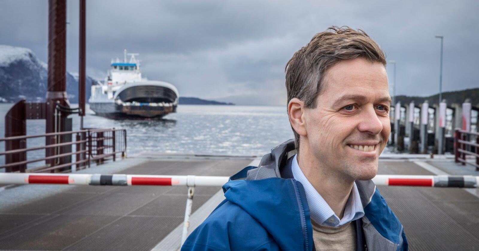 Samferdselsminister Knut Arild Hareide (KrF) er bekymret for konsekvensene av Widerøes rutekutt. Foto: Ole Berg-Rusten / NTB scanpix