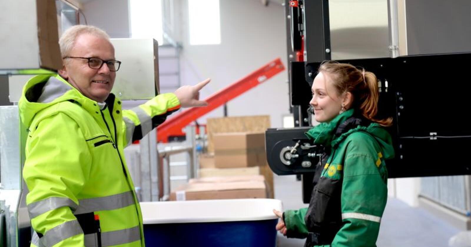Snart klart: Fjøsmester Katrine Asheim og Jan Maldal i Felleskjøpet Rogaland Agder ser fram til å få på plass dyra. Dette skjer etter åpningsdagen 28. mars.