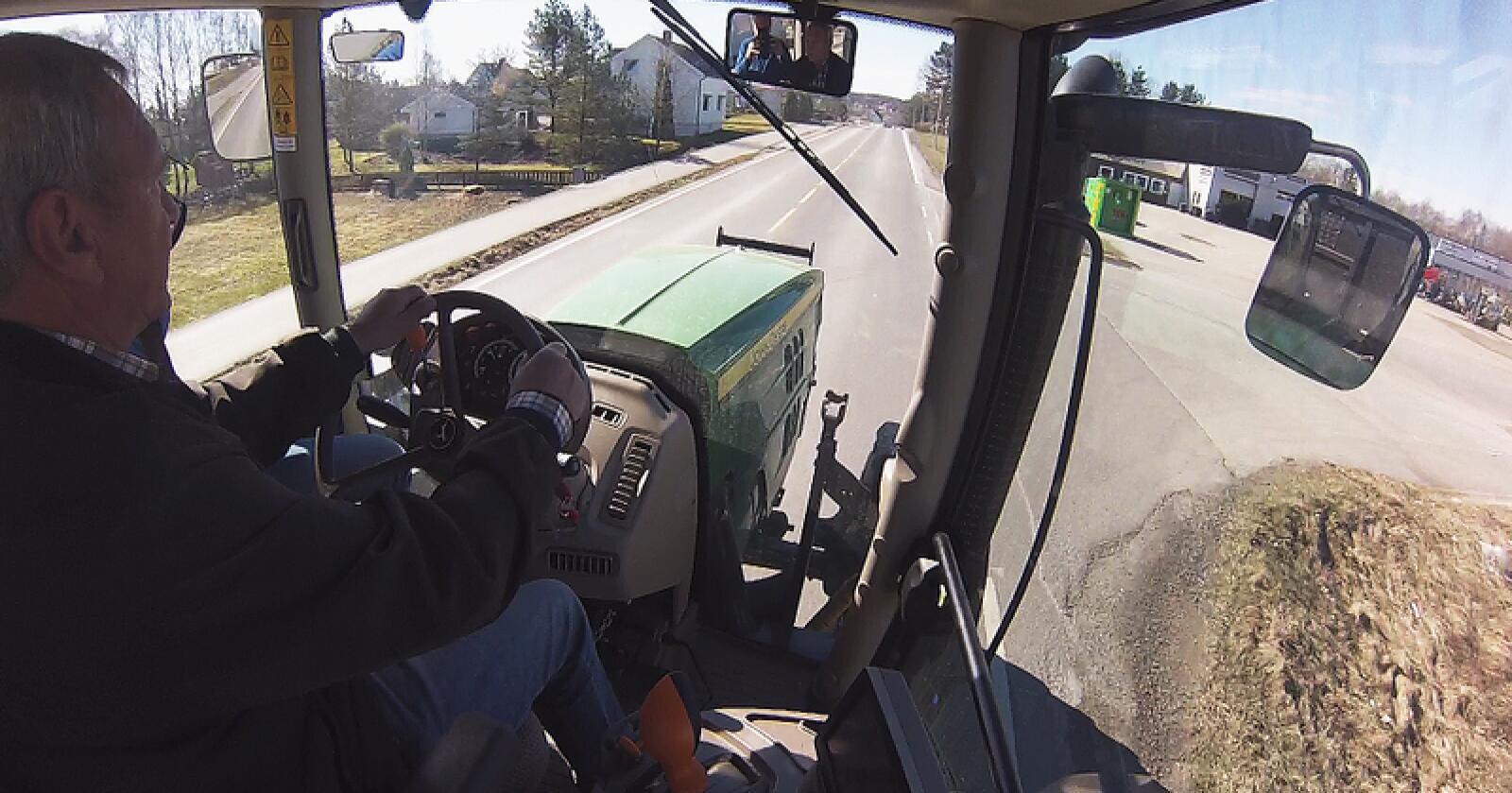 Å ta førerkort på traktor er en kostbar affære, men stiller man godt forberedt, kan man spare mye penger. Arkivfoto: Traktor