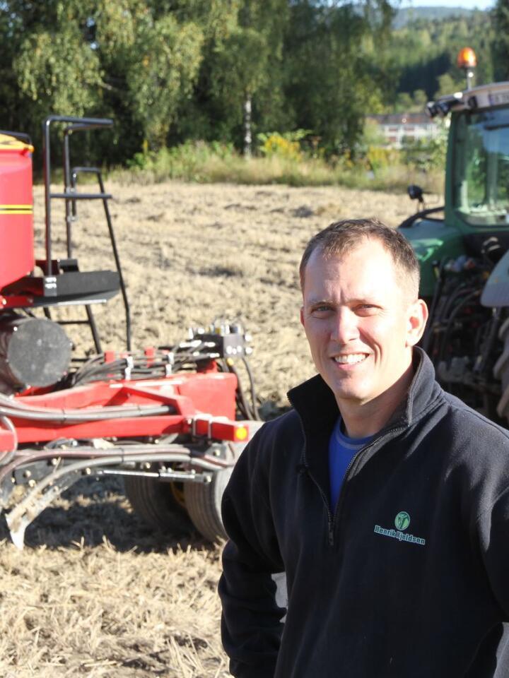 FORKYNNER: Henrik Kjeldsen er forpakter på Holla gård i Ulefoss i Telemark. I miljøet er han kjent for å være en rivende god agronom, og er en frelst forkynner av redusert jordarbeiding.