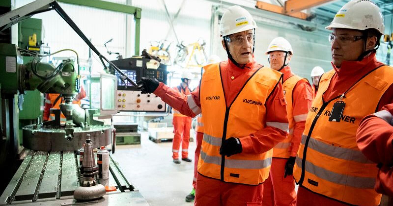 April 2019: Jonas Gahr Støre, her sammen med fylkesordfører Tore O. Sandvik i Trøndelag, på et besøk ved Kverner Verdal. Foto: Ole Martin Wold / NTB scanpix
