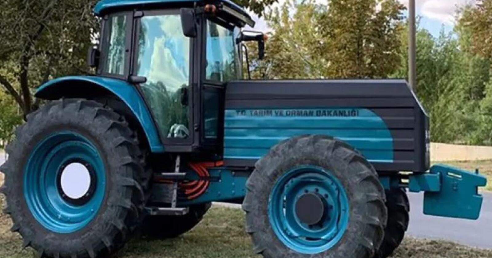 130 hestekrefter: Den nye Tyrkiske eltraktoren får effekt og form som en 130 hesters traktor. Et batteri på 95 kWh gjemmer seg under panseret, og skal gi driftstid på 5-7 timer og rask lading