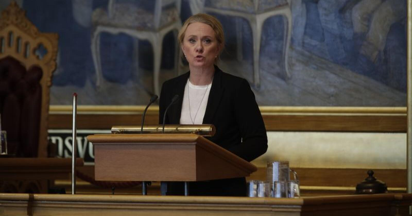 Arbeids- og sosialminister Anniken Hauglie (H) er tirsdag  i Stortinget for å redegjøre for Nav-sknadalen. Foto: Stian Lysberg Solum / NTB scanpix